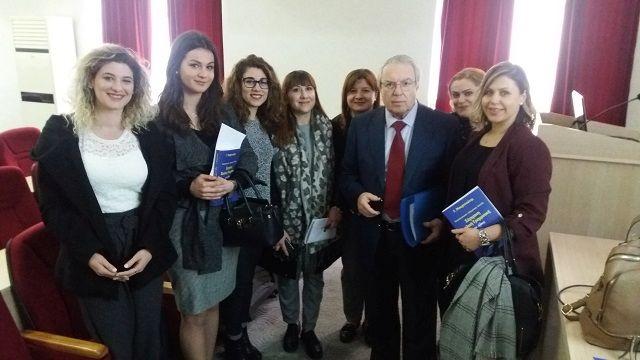 Ο Πρόεδρος τής Φιλεκπαιδευτικής Εταιρείας στο Αρσάκειο Τιράνων