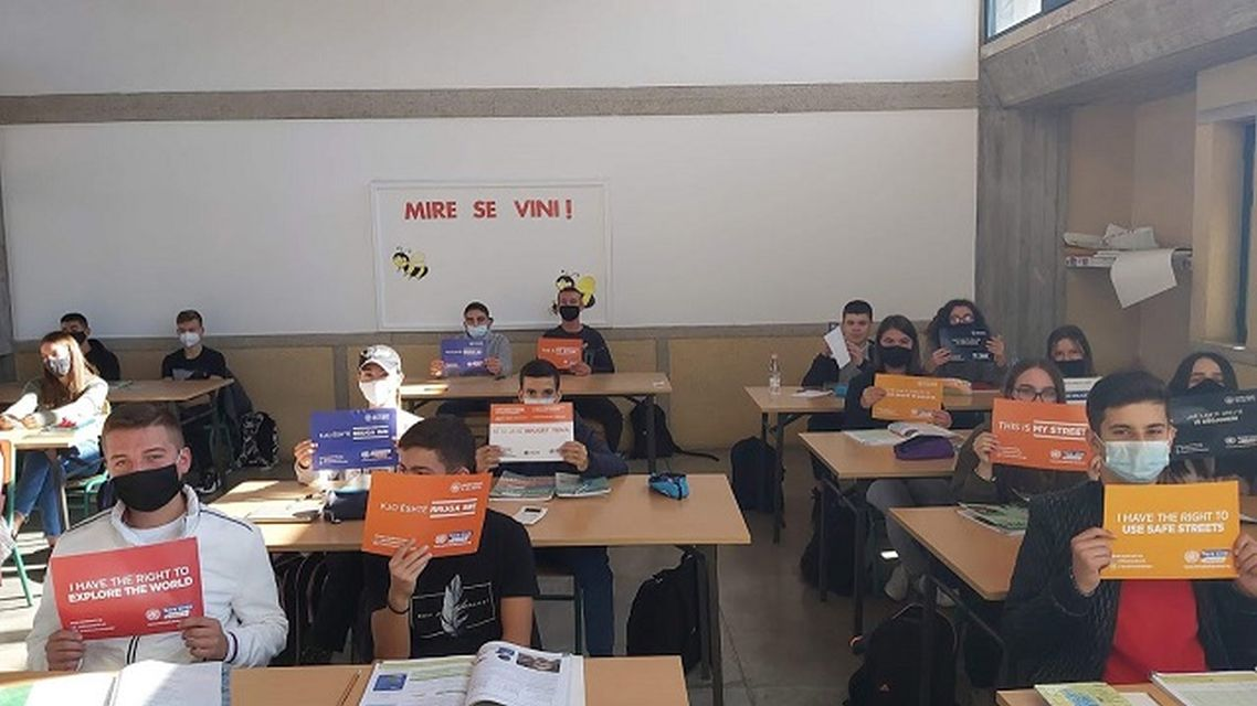 """Οι μαθητές τού Αρσακείου Τιράνων υποστηρίζουν την εκστρατεία «This is my street»/ Nxënësit e """"Arsakeio e Tiranës"""" mbështetin fushatën """"This is my street"""""""