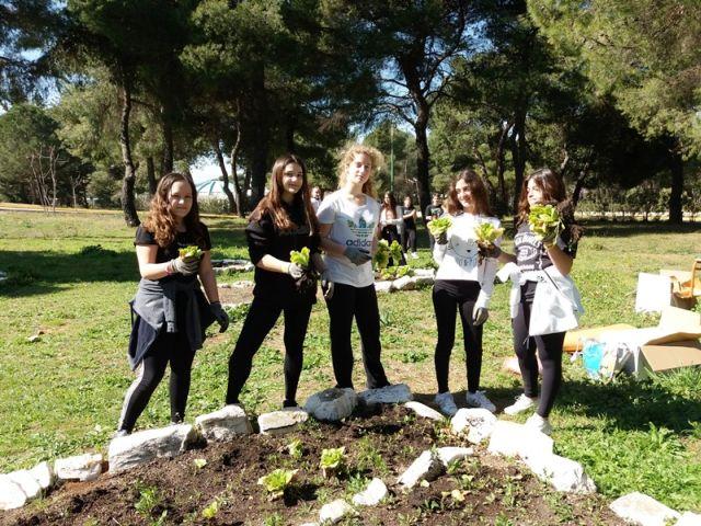 Η κοινωνική συνεισφορά τού βιολογικού λαχανόκηπου τού Σχολείου