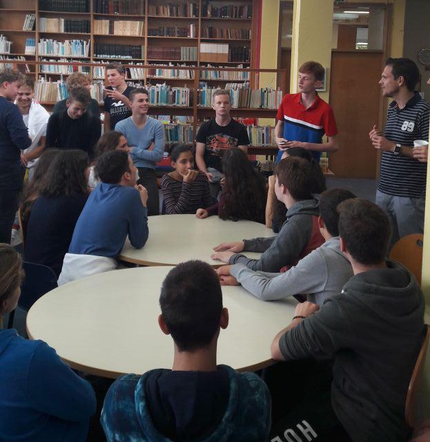 Αντιπροσωπία μαθητών από σχολείο τής Ολλανδίας