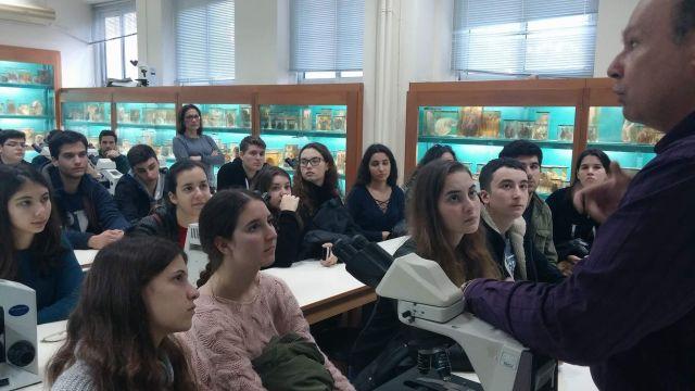 Στην Ιατρική Σχολή τού Πανεπιστημίου Αθηνών