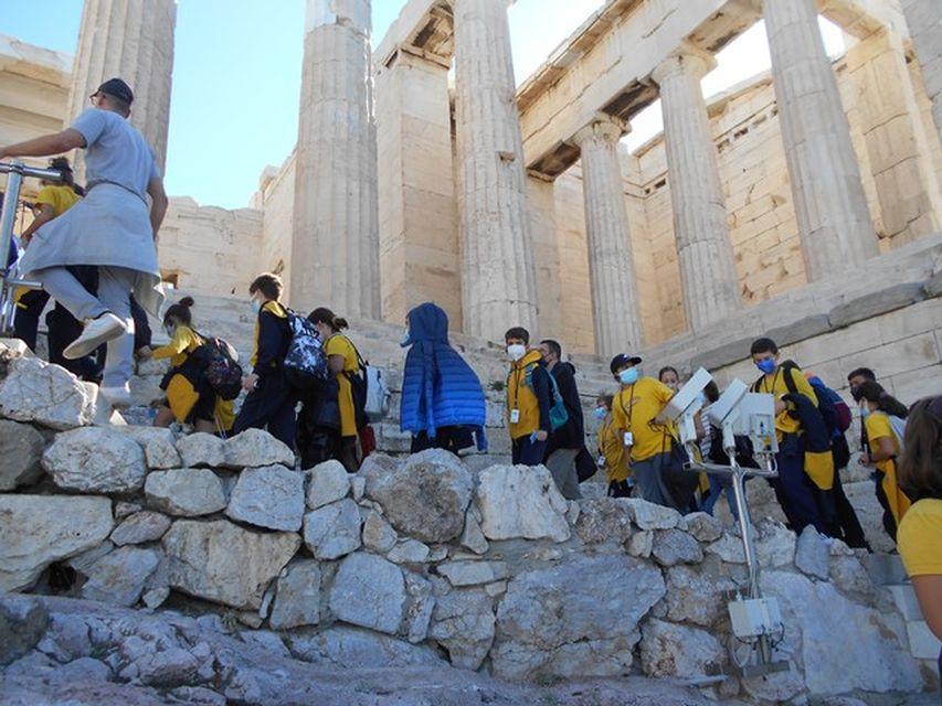 Επίσκεψη στον ιερό βράχο τής Ακρόπολης των Αθηνών