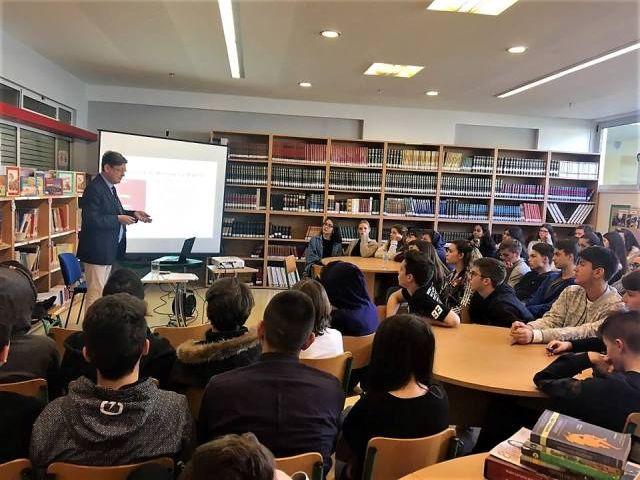 Το Βρετανικό Συμβούλιο καθοδηγεί τους μαθητές των Αρσακείων