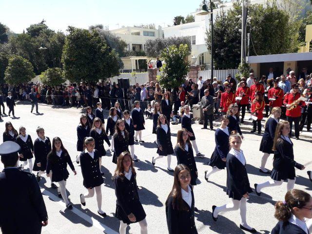 Μαθητική παρέλαση και κατάθεση στεφάνου