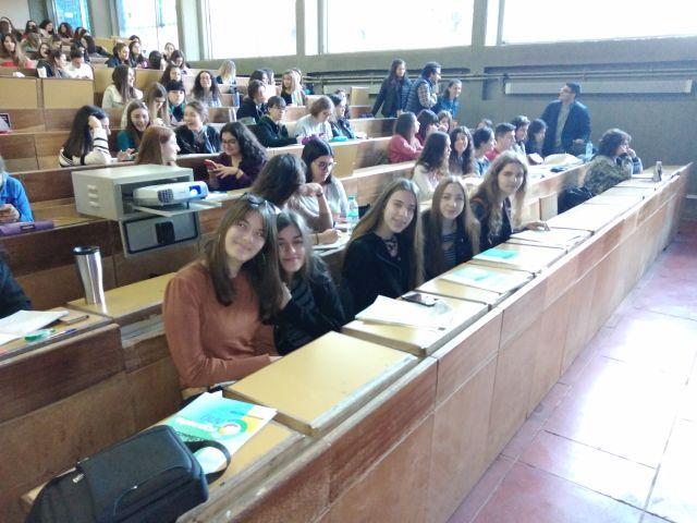 Παρουσίαση εργασίας μαθητριών στο Πανεπιστήμιο...
