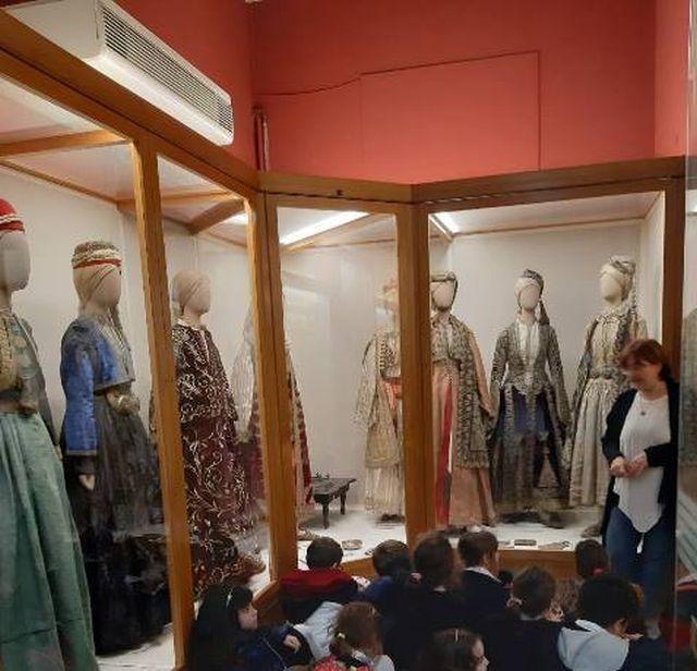 Γνωριμία με τις ελληνικές παραδοσιακές φορεσιές