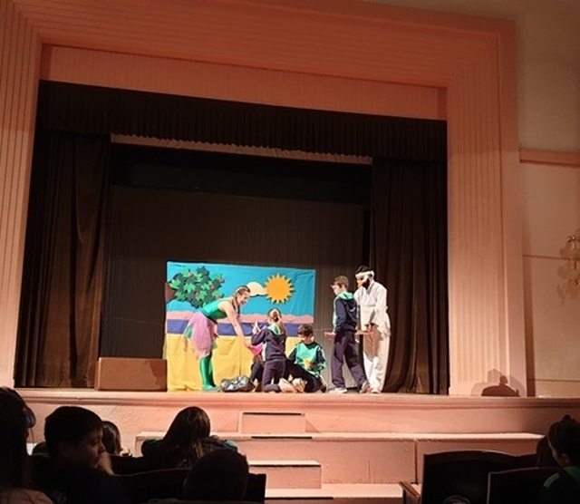 Θεατρική παράσταση στα Αγγλικά (Γ΄ και Δ΄ τάξεις)