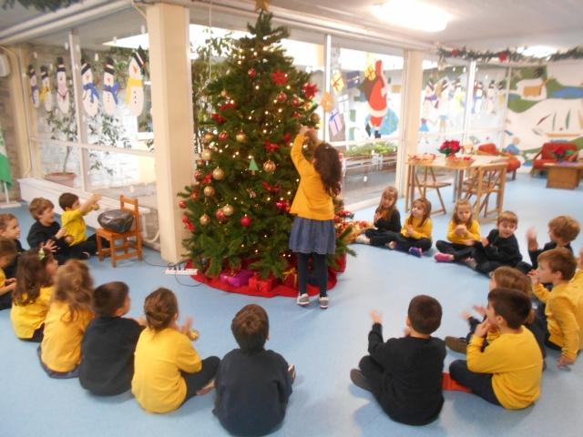 Αποστολή: στολισμός χριστουγεννιάτικων δέντρων!