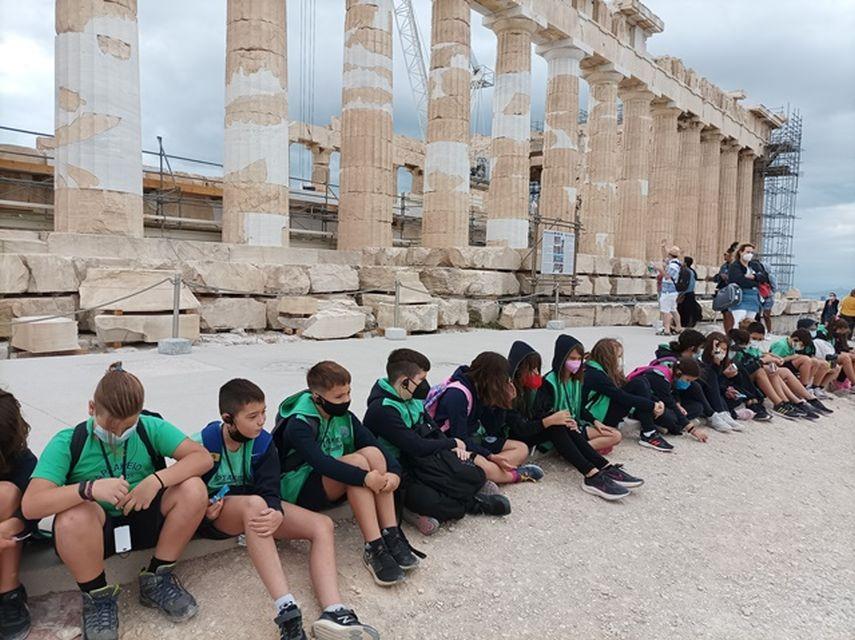 Επίσκεψη στον ιερό βράχο τής Ακρόπολης