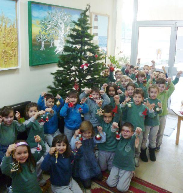 Στολισμός χριστουγεννιάτικου δέντρου